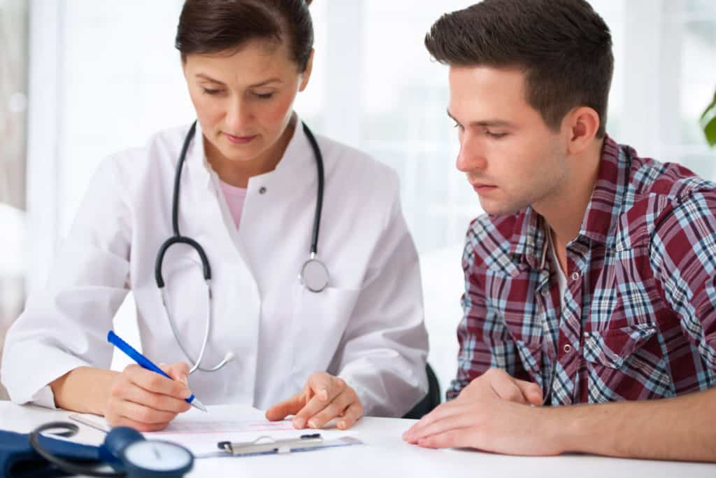 Arzt mit Patient >>Erkrankungen des Magens